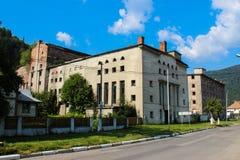 Dinar Azuga - la fábrica vieja de Vechea Fabrica de Bere de la cerveza en Azuga Imagen de archivo libre de regalías