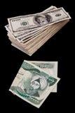 Dinar iraquiano e milhares de dólares Imagem de Stock