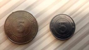 5 dinari di valuta algerina fra passato e futuro immagine stock