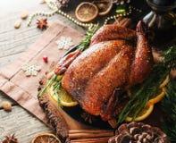 Dinde cuite au four pour l'espace de dîner de Noël ou de nouvelle année pour le texte photos libres de droits