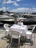 Diner à la marina photographie stock libre de droits