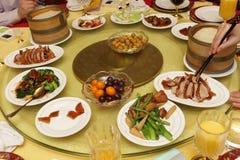 Diner bij Chinees restaurant Stock Foto's