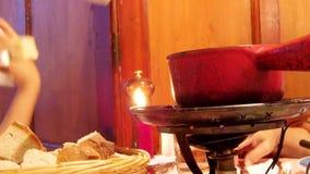Diner de fondue de fromage suisse Image stock