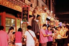 Diner en nacht in Wanfuijin, Peking stock foto's