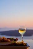 Diner en overzeese zonsondergang Royalty-vrije Stock Foto