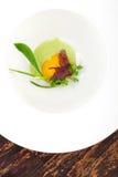 Diner fin, oeuf poché avec de la sauce à épinards et Truffel Image stock