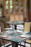 diner lijst kaviaar en tafelkleed met pannekoeken Stock Foto's