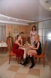 Diner met de vriend Stock Afbeeldingen