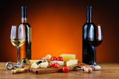 Diner met kaas en wijn stock foto