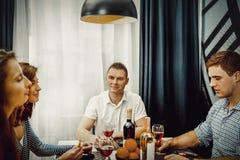 Diner met vrienden royalty-vrije stock afbeelding