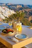 Diner voor twee op een zonsondergangachtergrond Stock Afbeeldingen
