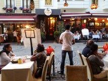 Dineren het in de open lucht, Istanboel, Turkije Stock Foto