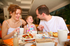 Dinerende familie royalty-vrije stock foto