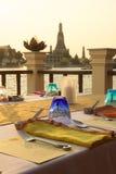 Dinerlijst aangaande zijrivier, BAngkok/THAILAND Royalty-vrije Stock Afbeelding