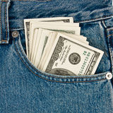 Dinero adentro de pantalones vaqueros Fotografía de archivo libre de regalías