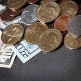 Dinero americano sobre pizarra fotografía de archivo libre de regalías