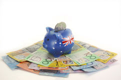 Dinero australiano con la hucha Fotos de archivo libres de regalías