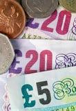 Dinero, billetes y monedas británicos Fotografía de archivo