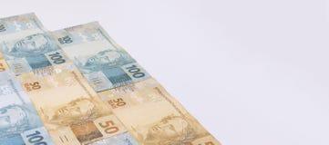 Dinero brasileño con el espacio en blanco Las cuentas llamaron a Real, diversos valores Foto de archivo libre de regalías