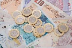 Dinero BRITÁNICO, billetes de banco y nuevas monedas de libra Fotos de archivo libres de regalías