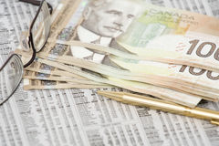 Dinero canadiense en la bolsa Imágenes de archivo libres de regalías