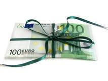 Dinero como regalo Imágenes de archivo libres de regalías