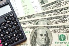 Dinero, cuentas, y calculadora Imagen de archivo