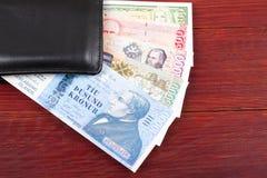 Dinero de Islandia en la cartera negra Foto de archivo libre de regalías