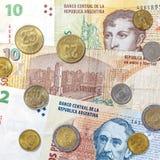 Dinero de la Argentina, de billetes de banco del Peso y de monedas Fotos de archivo libres de regalías