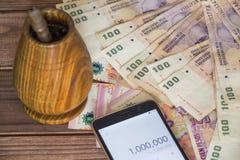 Dinero de la Argentina/Pesos/con la calculadora y el bombilla Imagenes de archivo