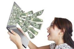 Dinero de la computadora portátil Foto de archivo libre de regalías