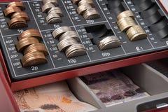 Dinero de la libra esterlina en caja fuerte Foto de archivo libre de regalías