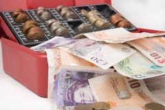 Dinero de la libra esterlina en caja fuerte Imagenes de archivo