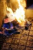 Dinero de la quemadura Imágenes de archivo libres de regalías