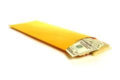 Dinero de silencio del soborno con las cuentas de dólar en sobre Imágenes de archivo libres de regalías