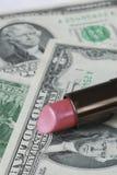 Dinero del ahorro cortando los costos en los cosméticos Imágenes de archivo libres de regalías
