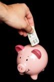 Dinero del ahorro de la persona en la batería guarra Fotos de archivo libres de regalías