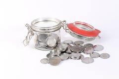Dinero del ahorro en tarro y anillo imágenes de archivo libres de regalías