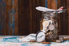 Dinero del ahorro para el concepto que viaja Fotografía de archivo