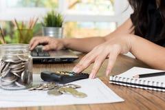 Dinero del ahorro y concepto de las finanzas, imagen de archivo
