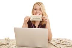 Dinero del asimiento del ordenador Imagen de archivo libre de regalías