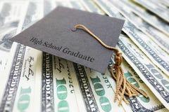 Dinero del diplomado de High School secundaria fotos de archivo