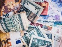 Dinero del efectivo, euros, dólares americanos y Pesos colombianos - fotos de archivo libres de regalías
