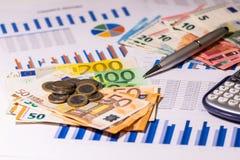 Dinero e informe de las finanzas Costes de planificación imagen de archivo libre de regalías