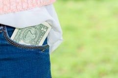 Dinero en bolsillo Fotos de archivo libres de regalías