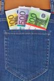 Dinero en bolsillo de los vaqueros Imágenes de archivo libres de regalías