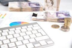 Dinero en carta de la bruja del escritorio Foto de archivo libre de regalías