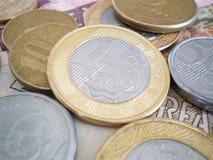 Dinero en circulación brasileño Imagenes de archivo