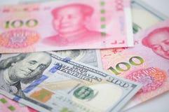 Dinero en circulación chino y americano Foto de archivo libre de regalías