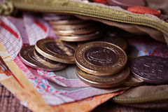 Dinero en circulación de Bahrein en monedero abierto Fotografía de archivo libre de regalías